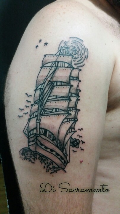Tatuagem de Caravela no Braço