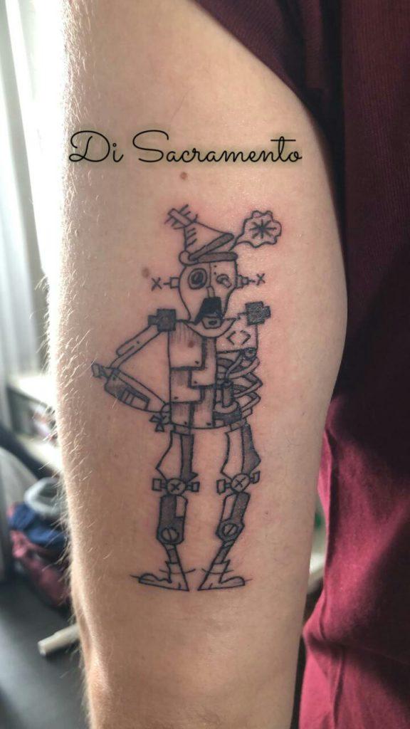 Tatuagem de Robô no Braço